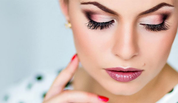 ultimate-lazy-girl-makeup-hacks-for-festive-season-600x350-picmobhome.jpg (600×350)